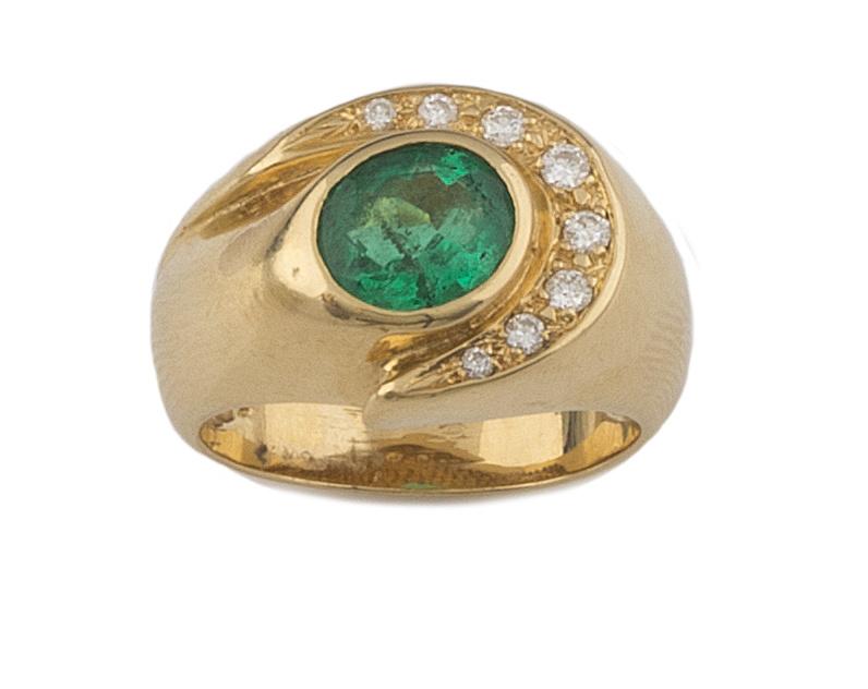 Sortija con esmeralda oval rodeada por onda de brillantes,