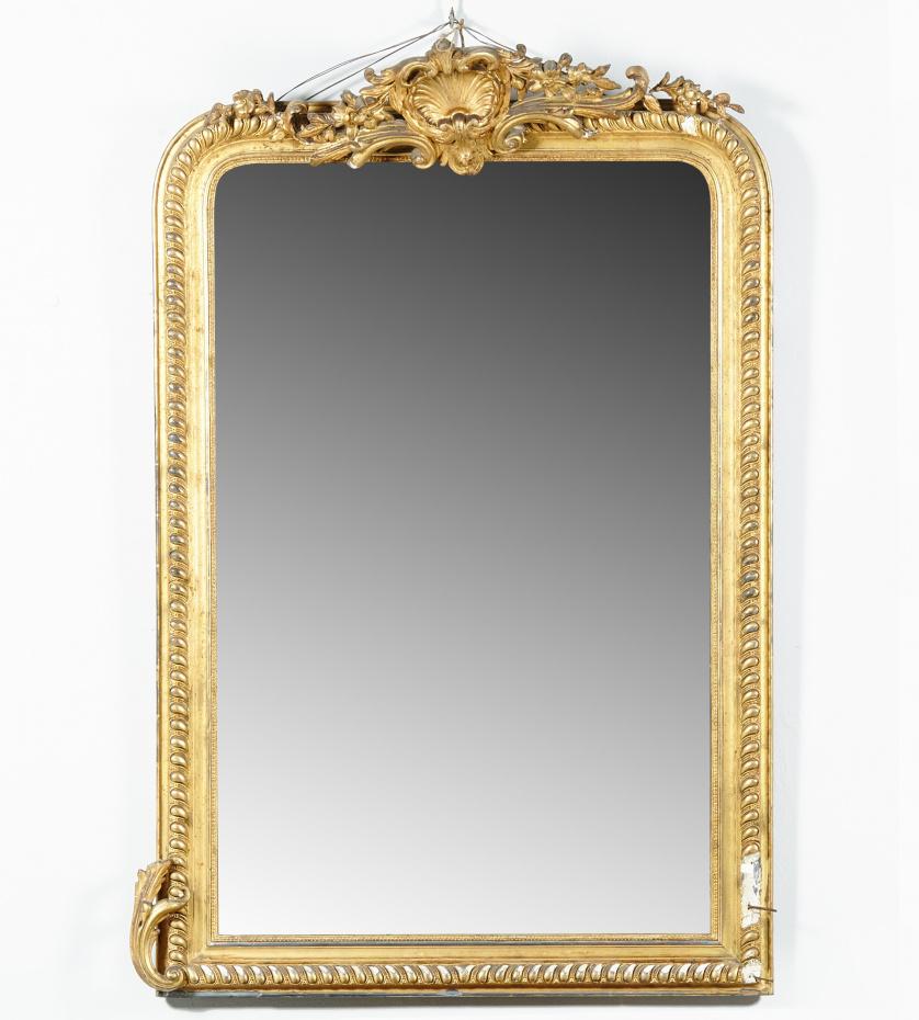 Espejo en madera tallada y dorada,Trabajo español, mediad