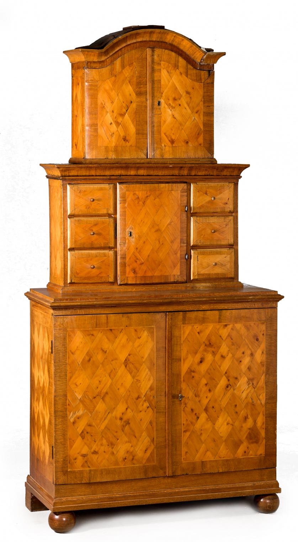 Cabinet de madera de roble con marquetería geométrica de co