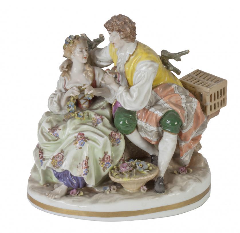 Grupo escultórico de porcelana esmaltada, representando una
