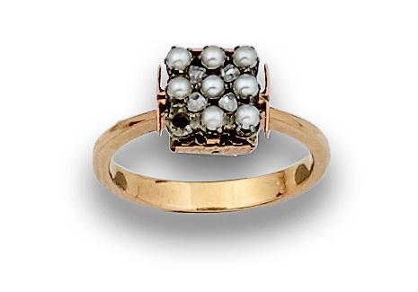 Sortija de pps s XX con pequeño cuadrado de perlas finas y