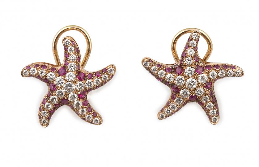 Pendientes estrella de mar de brillantes y rubíes en oro ro