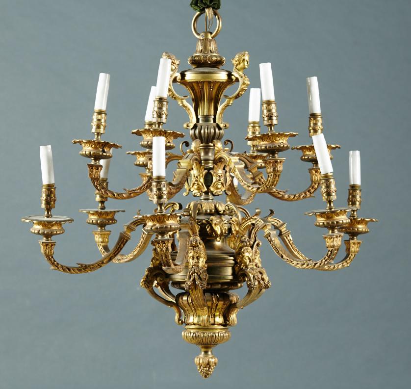 Lámpara de techo de doce brazos de luz estilo Luis XIV en b