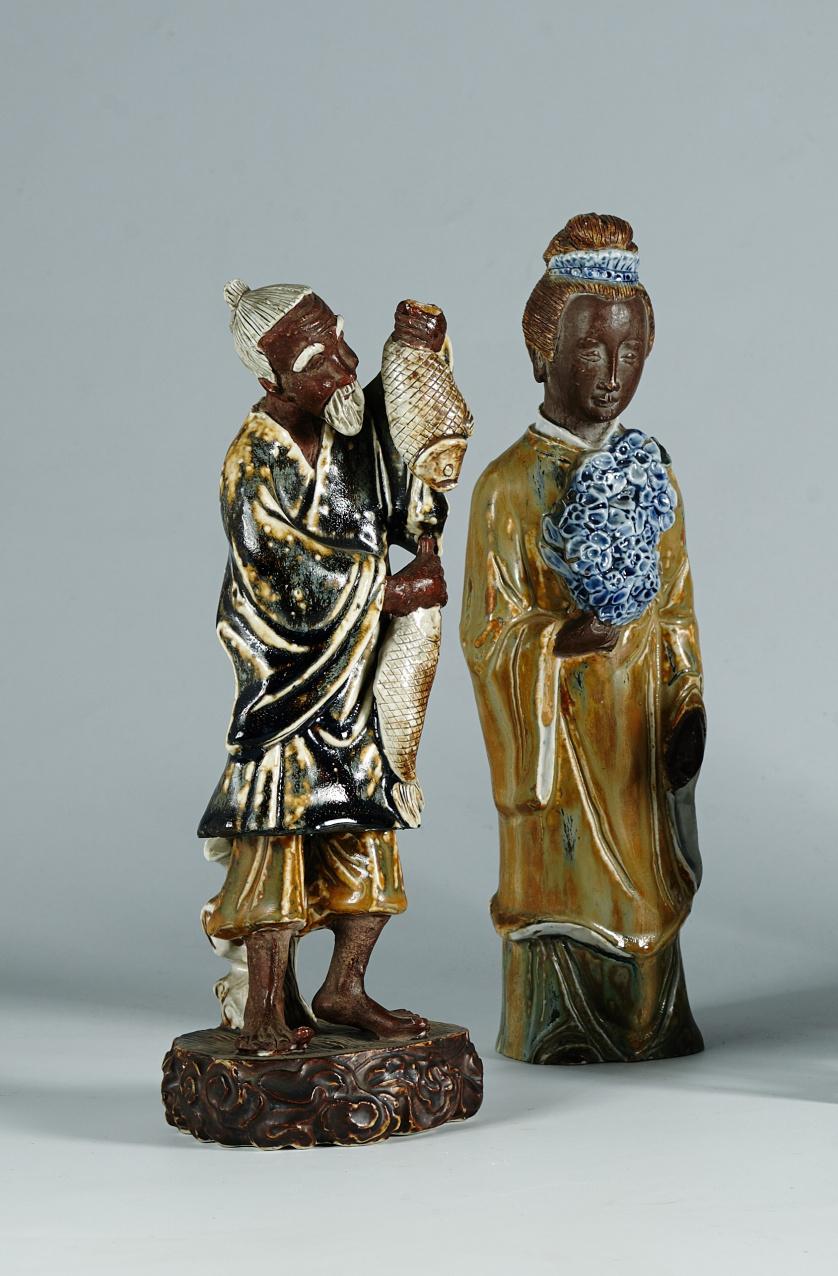 Dama con ramillete de cerámica vidriadaChina, pp. del S.XX