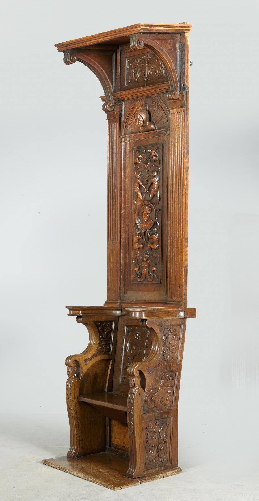Silla alta de coro, en madera de roble.Trabajo español, S.