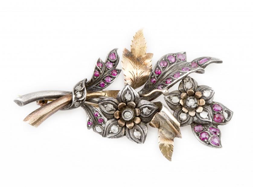 Broche ramo de flores años 30 con rubíes y brillantes de ta
