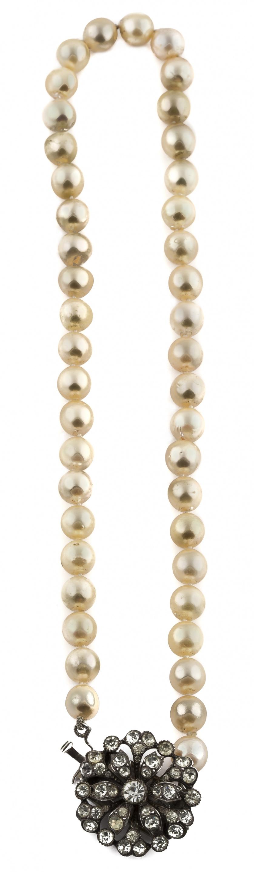 Collar de perlas cultivadas con cierre de plata y strass pp