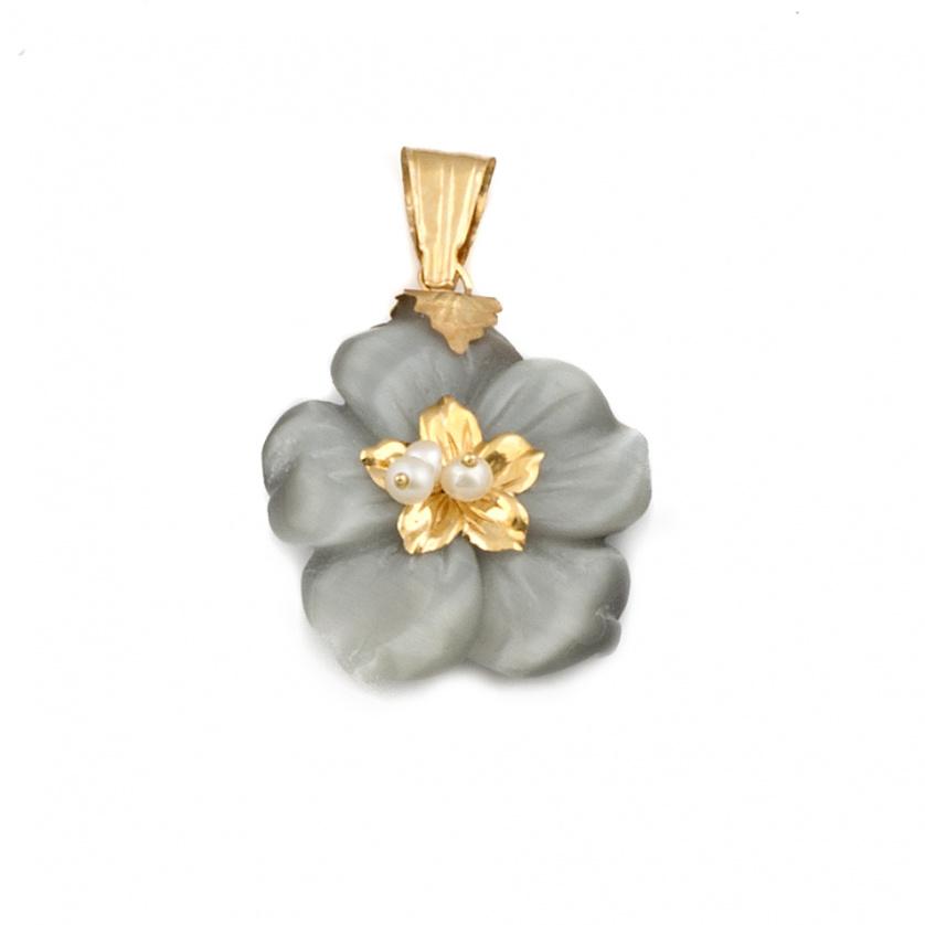 Colgante flor con pétalos de nácar y centro de perlas