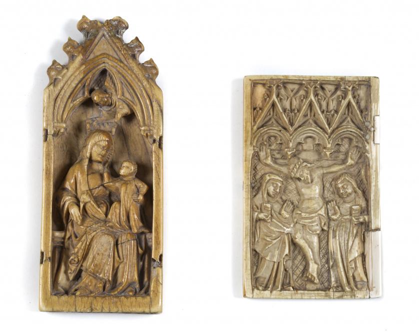 Relieve en marfil tallado en el que se representa una escen