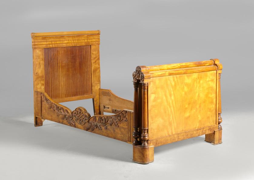 Cama de barco en madera de nogal.Francia, ff. S. XIX