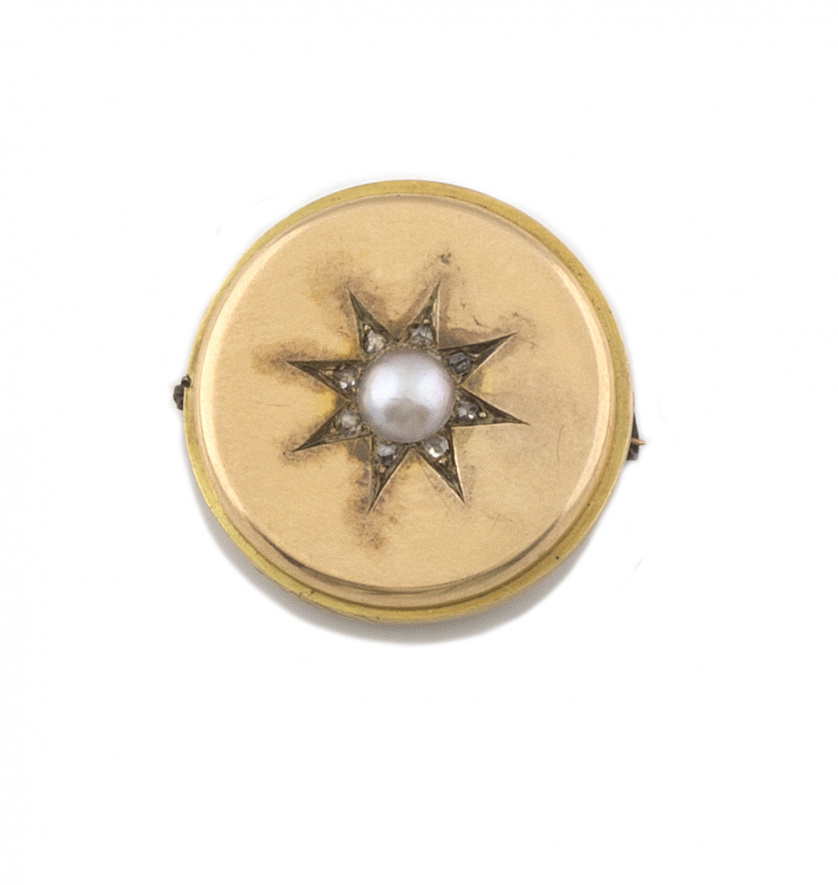 Broche circular de pp s. XX con perla fina central y estrel