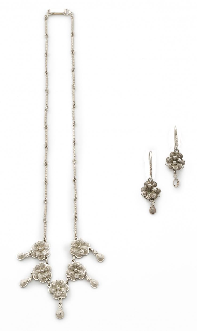 Conjunto de collar y pendientes de flores de filigrana de p