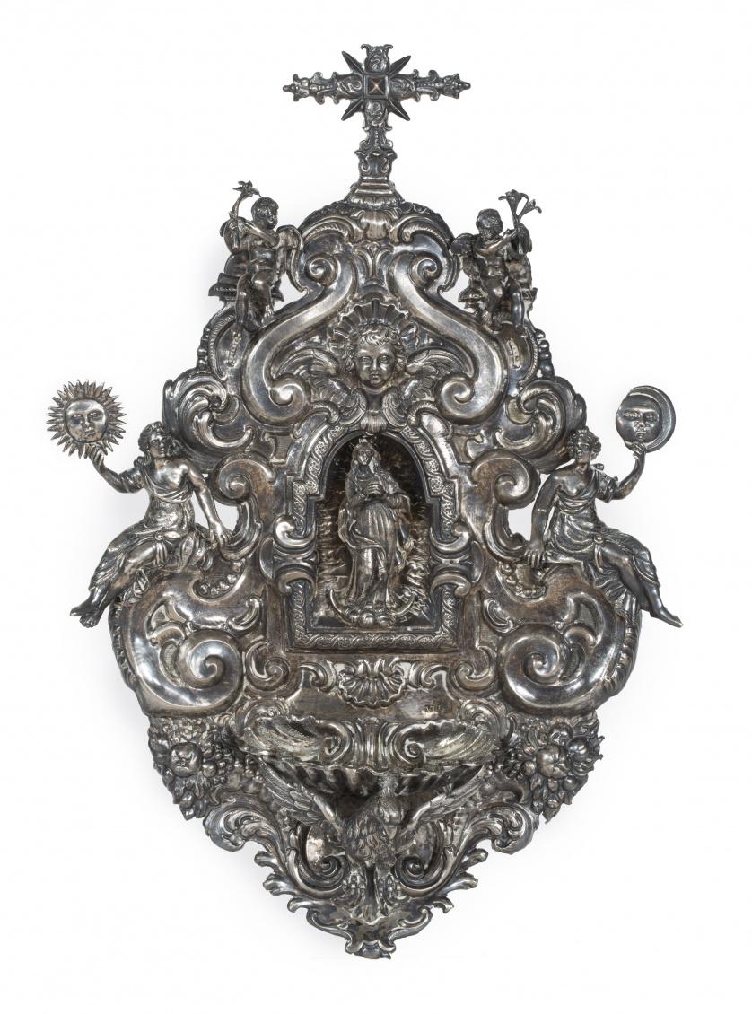 Benditera barroca  de plata repujada y cincelada.pp. del S