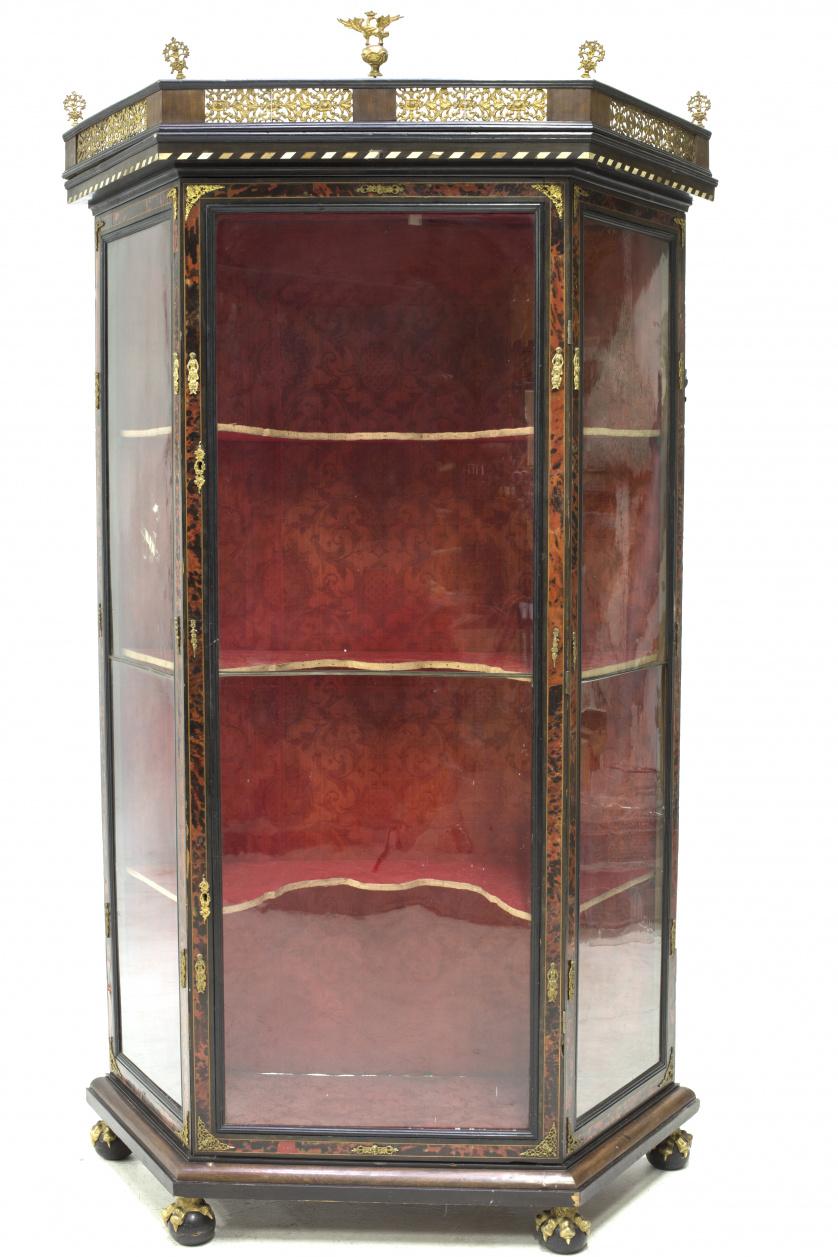 Escaparate estilo Carlos II en madera ebonizada, palosanto,
