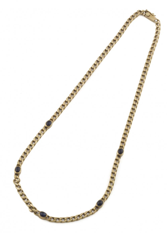 Collar con cinco cabuchones de zafiros en cadena de eslabón