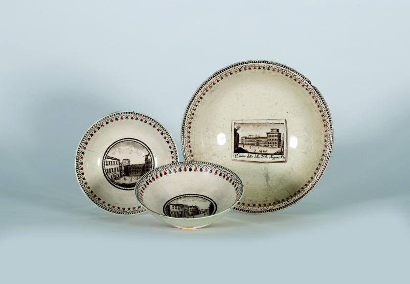 Dos platos de tierra de pipa con vistas topográficas, y cen