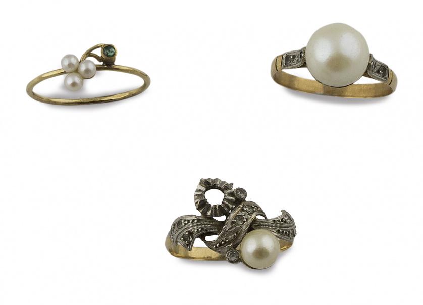 Conjunto de tres sortijas con perlas en oro de 18K