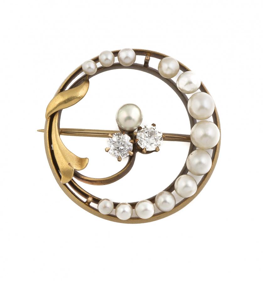 Broche Art Nouveau con trébol central de perla y dos brilla