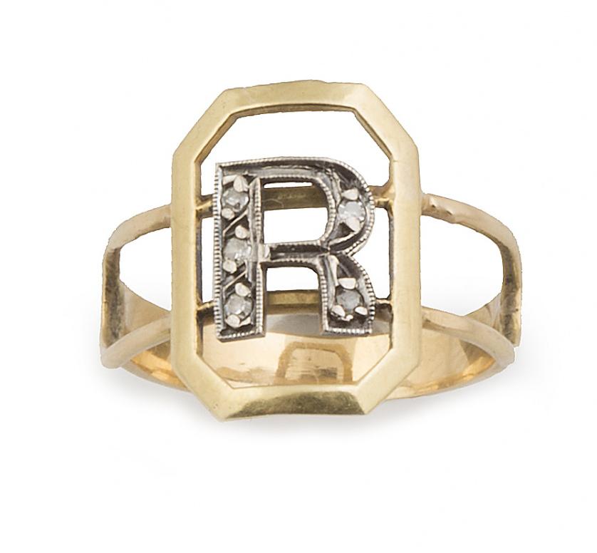 Sortija con letra R de diamantes en marco octogonal y doble