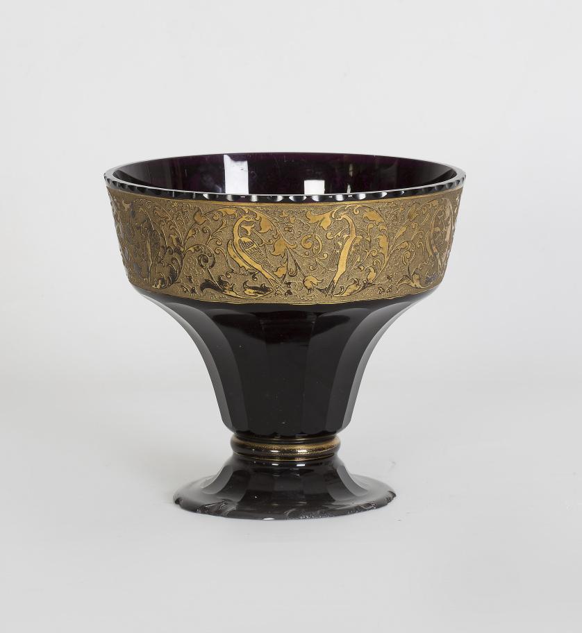 Centro de cristal Art- Decó de color amatista y friso dorad