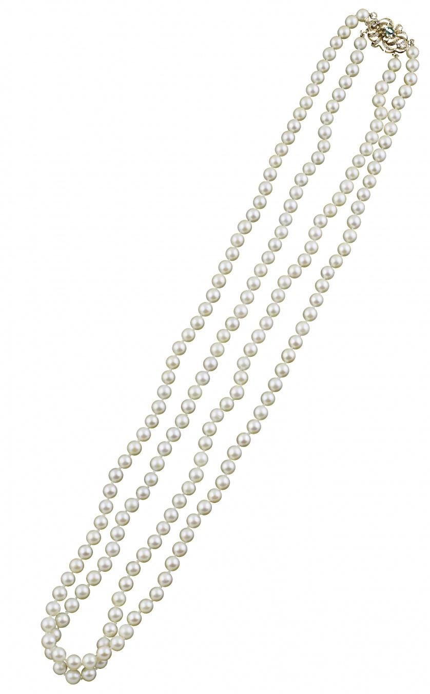 Collar de dos hilos de perlas cultivadas con cierre de sími