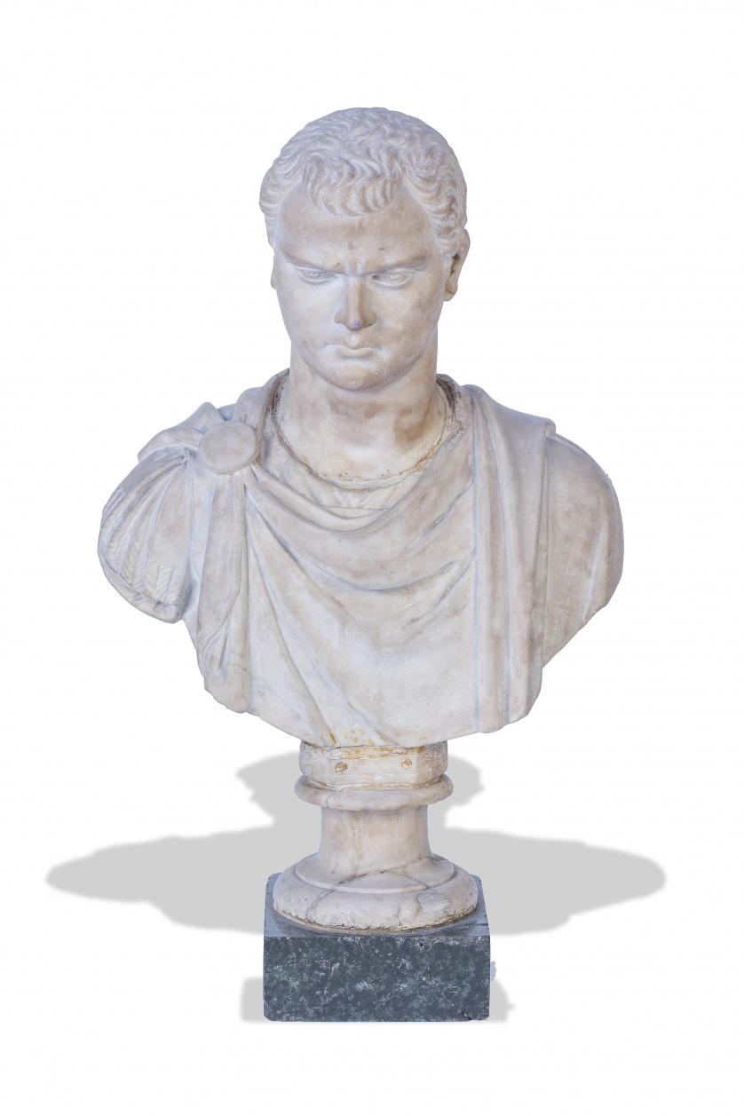 Busto de emperador en marmol tallado.Trabajo italiano, S.