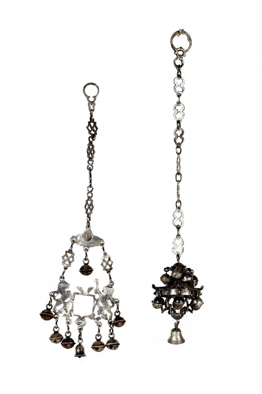 Sonajero de plata en su color, con cadena de eslabones cala