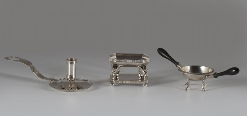 Salero de estilo imperio de plata en su color.López, S. XX.
