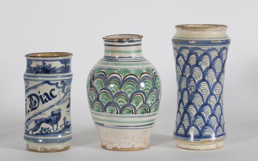 Bote de farmacia de cerámica de esmaltada en azul de cobalt