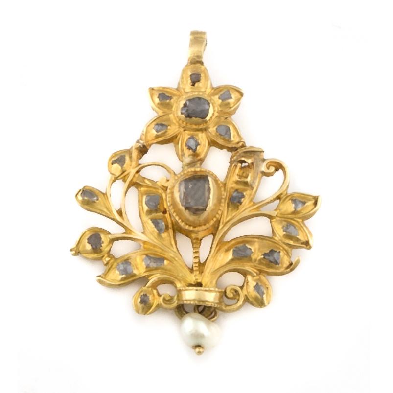 Colgante s.XIX con flor y motivos vegetales de diamantes ta