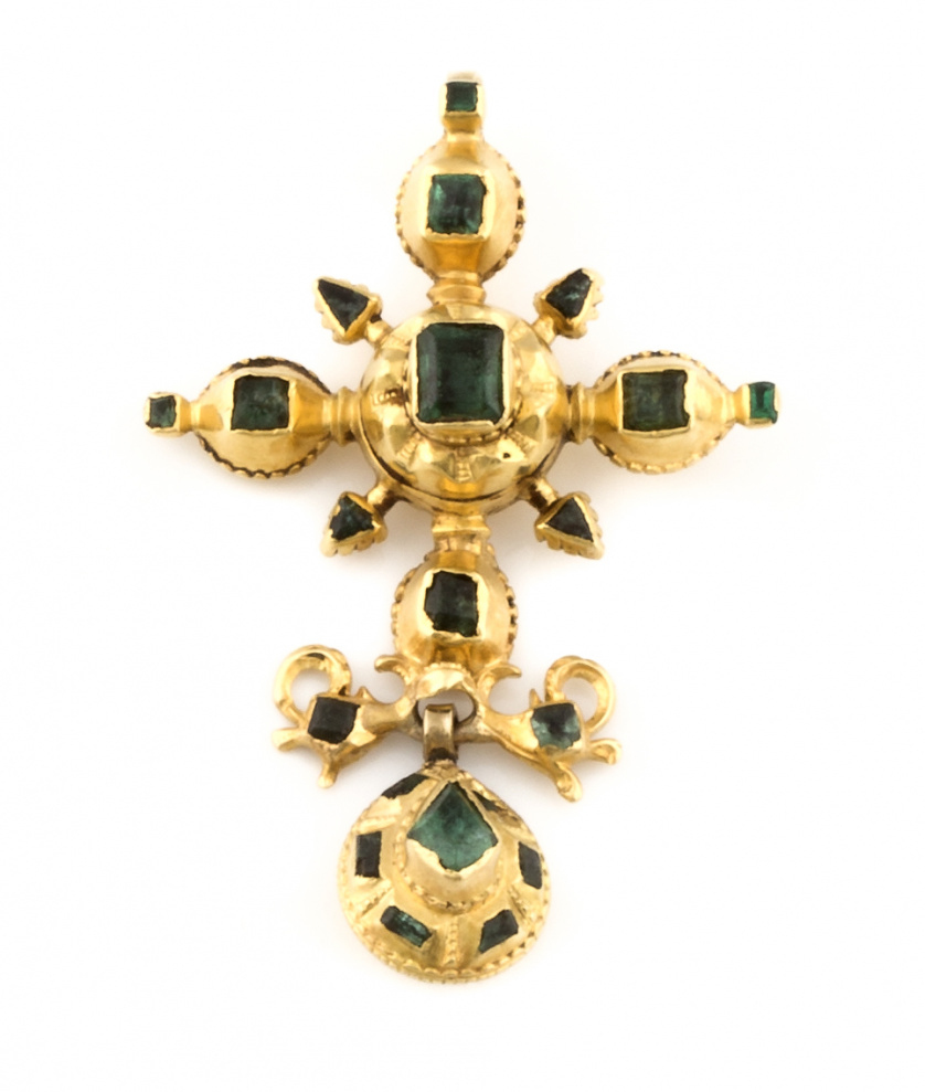 Colgante cruz de esmeraldas s.XIX con perilla colgante en o