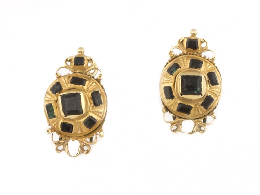 Pendientes botón de esmeraldas S.XVIII-XIX en oro de 18K