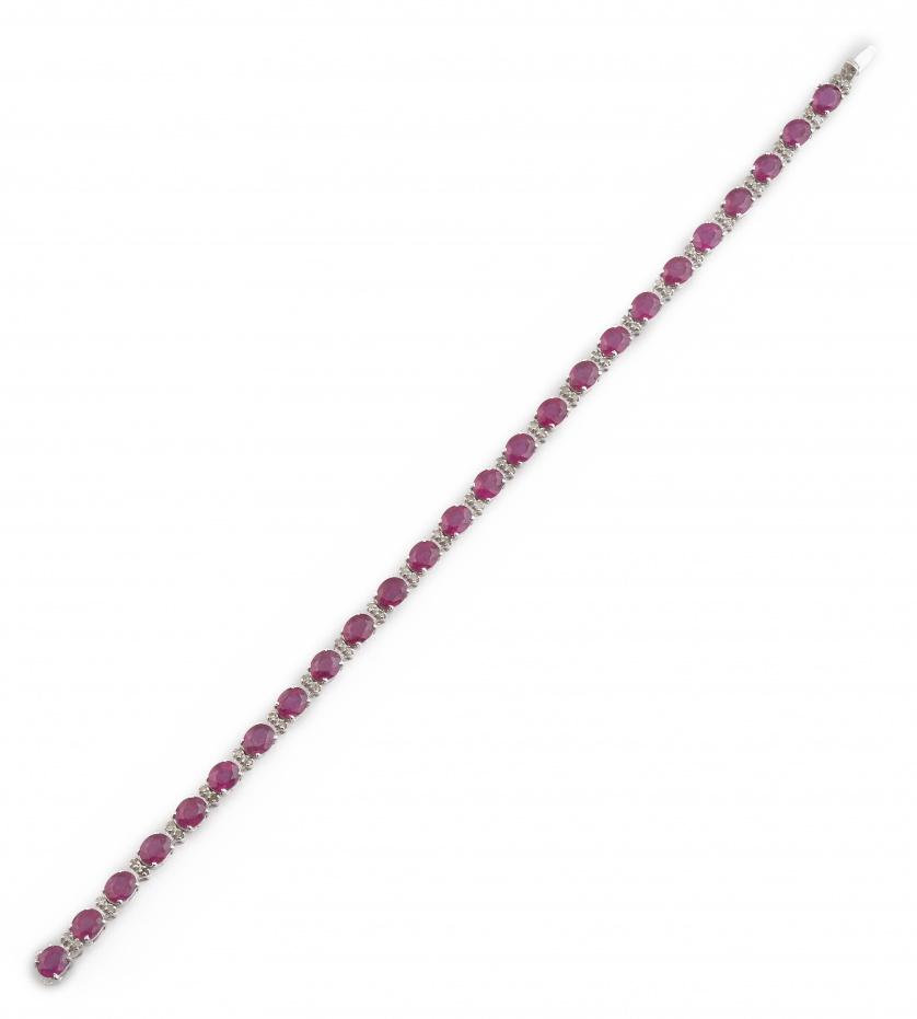 Pulsera riviere de rubíes de talla oval entre parejas de br