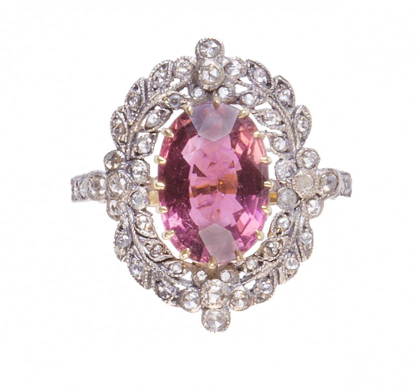 Sortija de ff. S. XIX con turmalina rosa oval enmarcada por