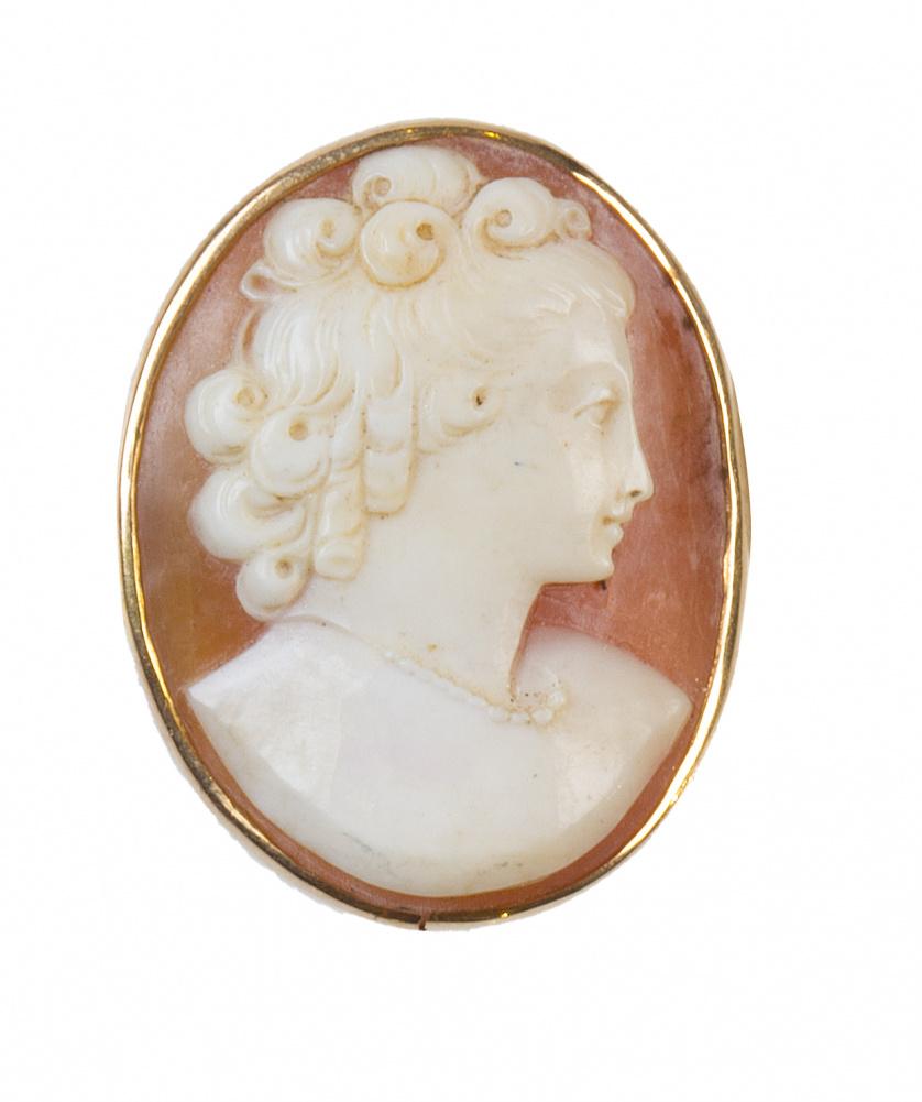 Broche camafeo con busto de dama tallado en concha bicolor