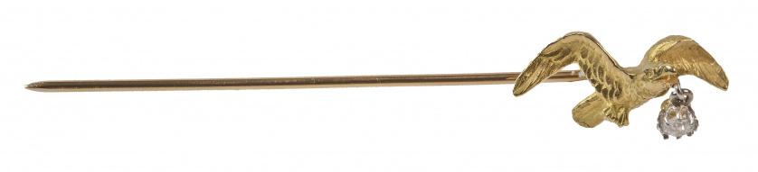 Broche alfiler de pp. S. XX con gaviota que sujeta un brill