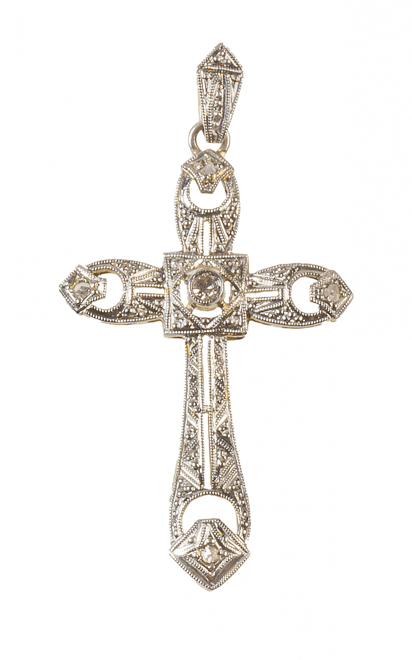 Cruz colgante Art-Decó calada, con diamantes y con un brill