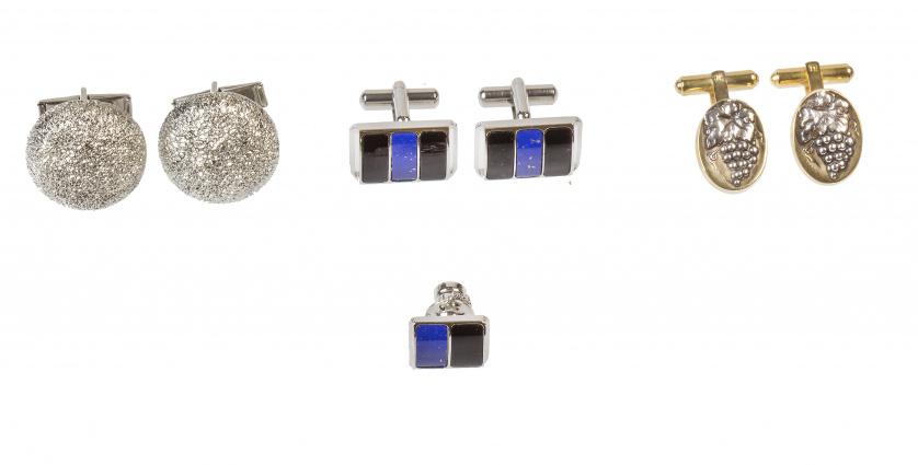 Tres pares de gemelos vintage, con lapislázuli y ónix, otro