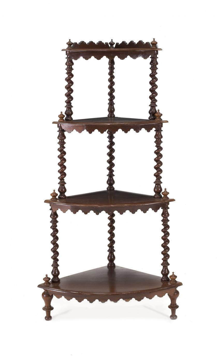 Mueble esquinero Victoriano en madera de caoba torneada. I