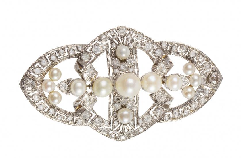 Broche placa Art-Decó de diamantes y perlas, con remate de