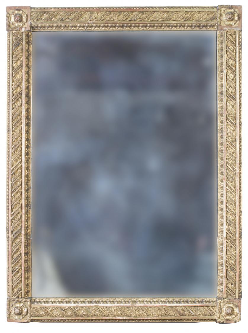 Espejo de madera tallada, estucada y dorada.Trabajo franc