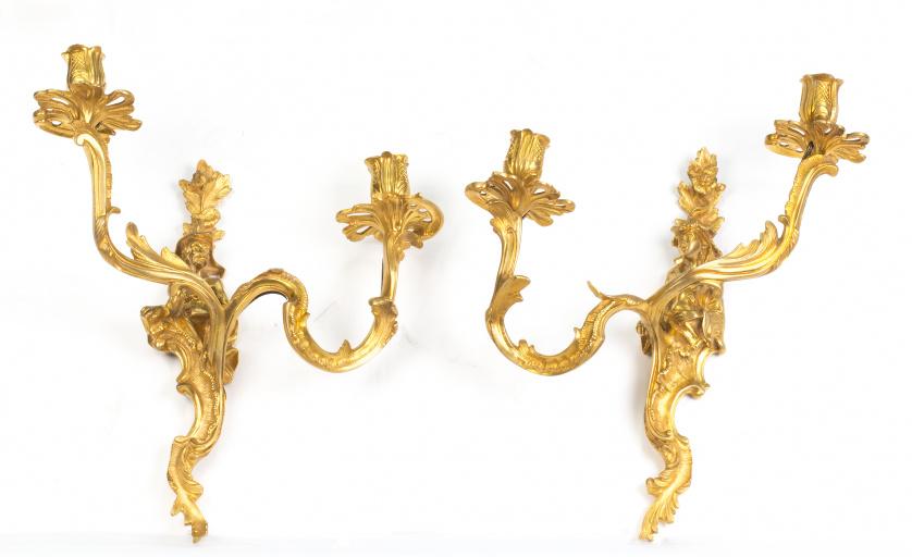 Pareja de apliques de bronce dorado.Trabajo francés, S. X