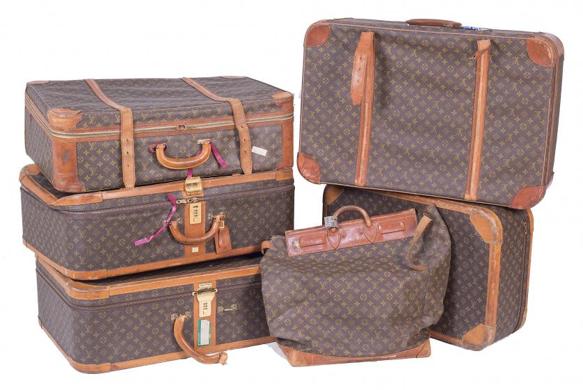 Conjunto de cinco maletas y una bolsa de mano decoradas con