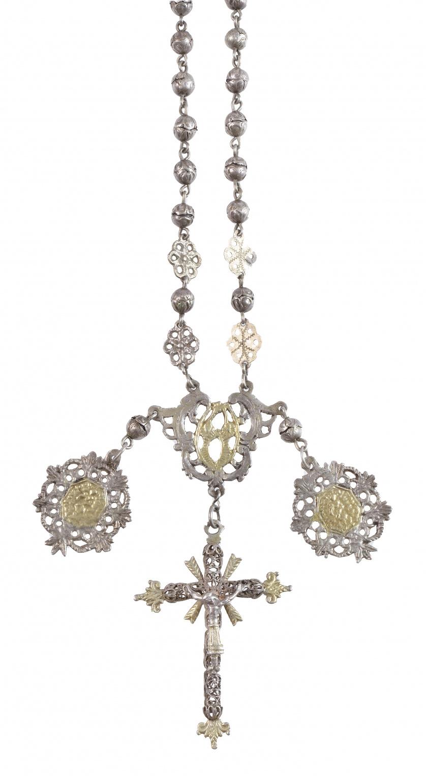 Rosario S. XVII-XVIII en plata con cuentas de dobles capuch
