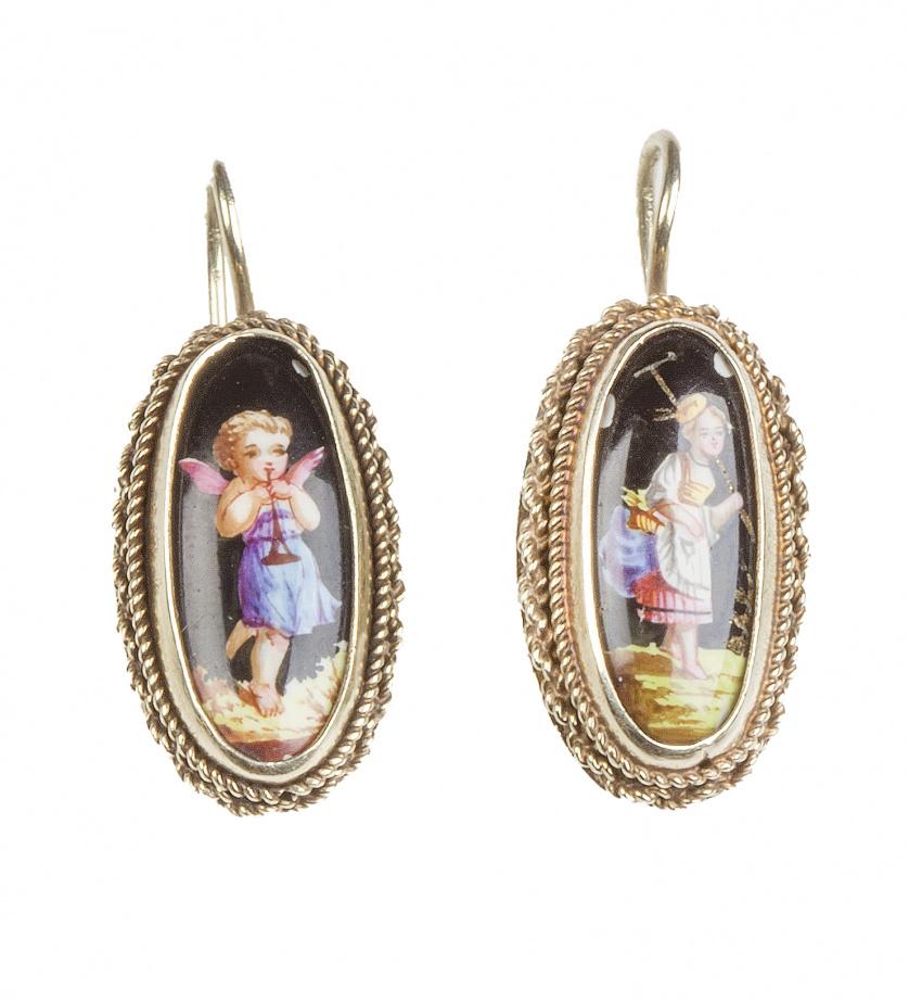 Pendientes ovales S. XIX con esmaltes de pastora y angelito