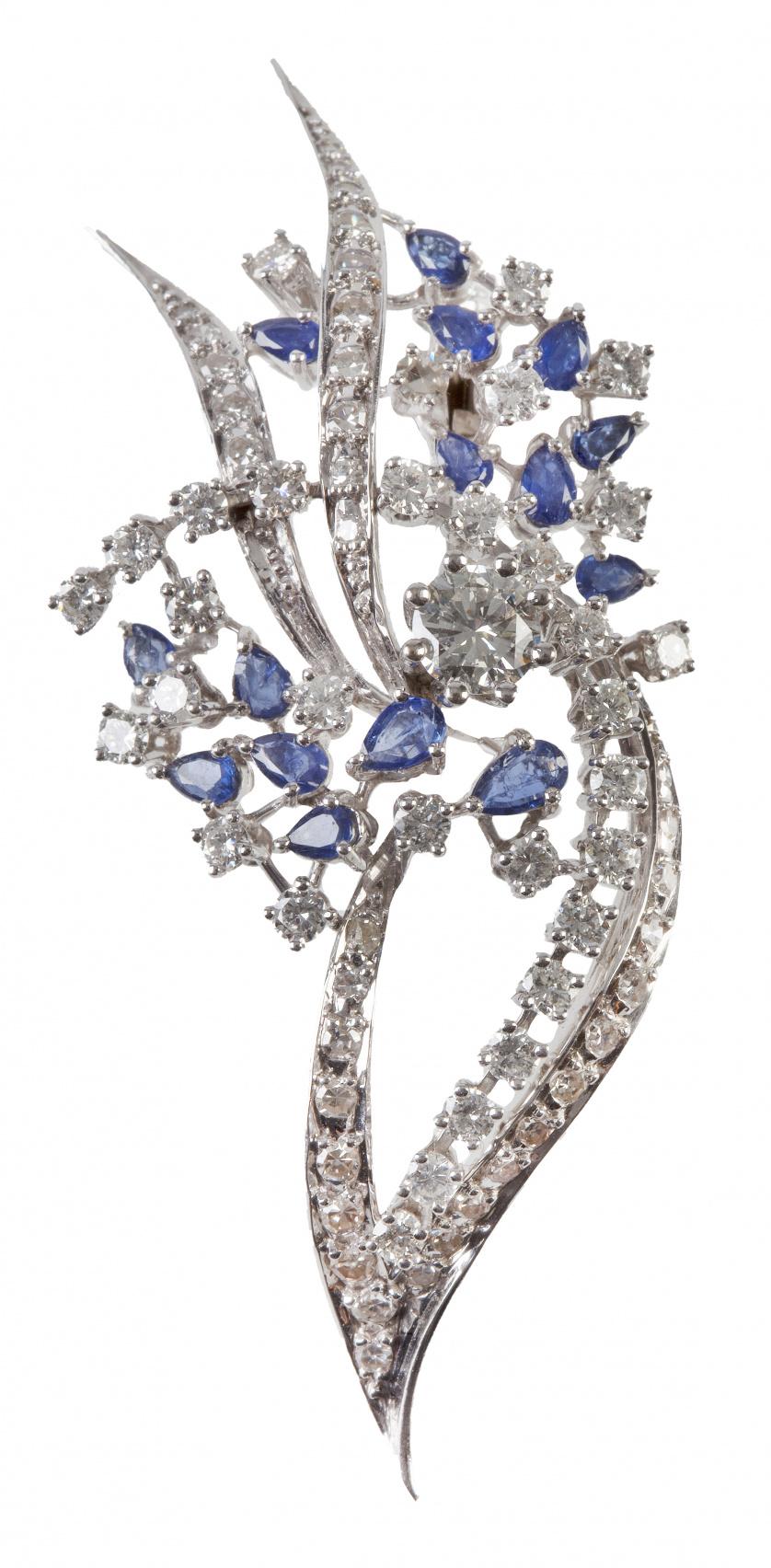 Broche con ramas de brillantes combinadas con racimos de za