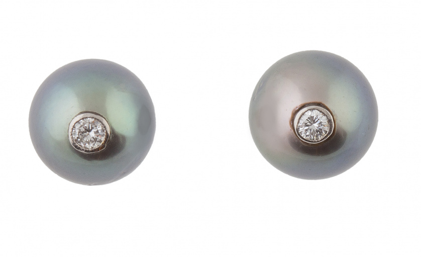 Pendientes de perlas grises de Tahití con brillante en chat