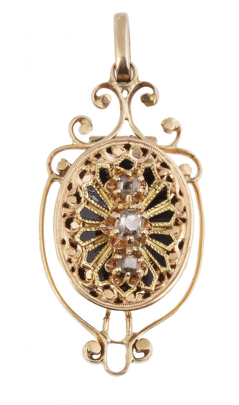 Colgante guardapelo oval de pp. S. XX con tres brillantes e