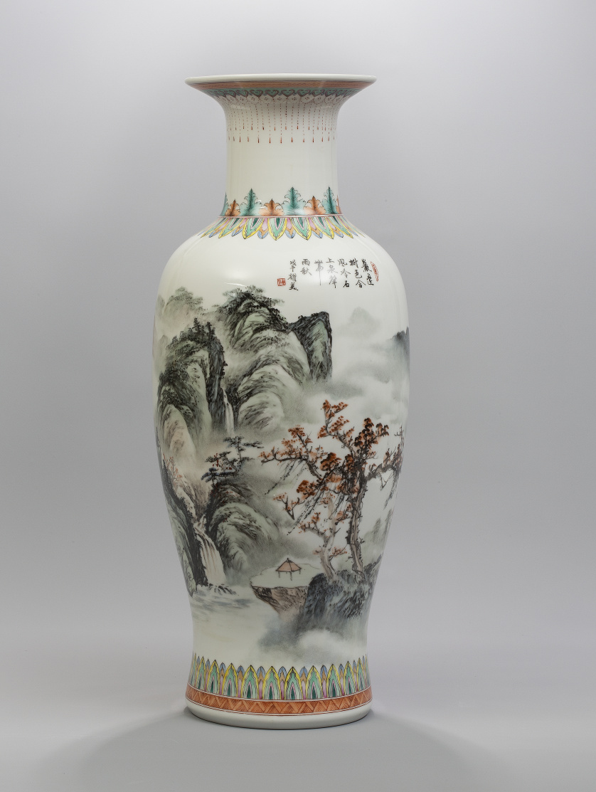 Jarrón en porcelana esmaltada con decoración de paisaje.C