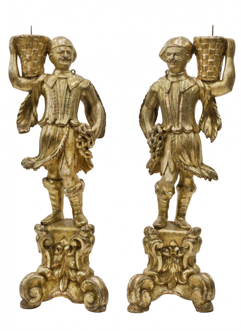 Turcos con cestasPareja de torcheros de madera tallada y